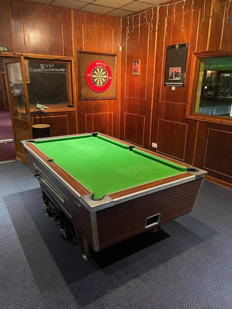 Wokingsnookercentre pool table